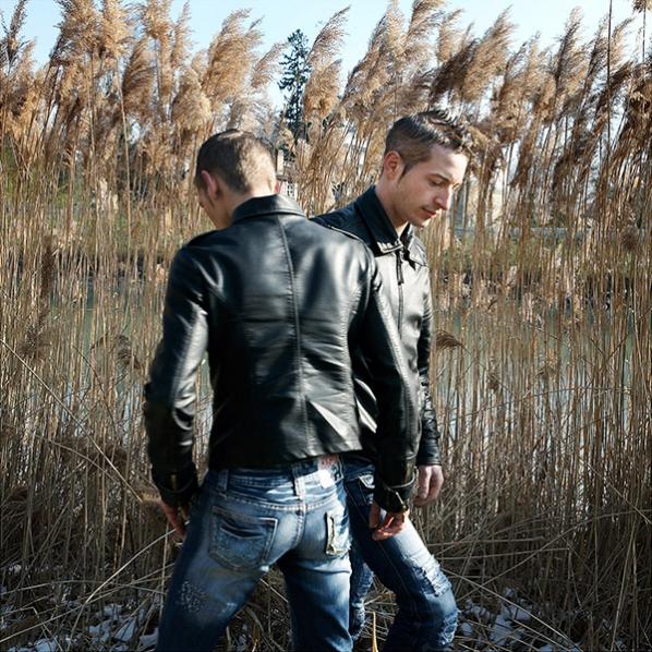 http://robertavalerio.com/files/gimgs/th-5_021_14_07_Julien et Pierre.jpg